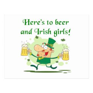 Aquí están a la cerveza y las camisetas y los rega postal