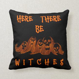 Aquí haya almohada de tiro de las brujas