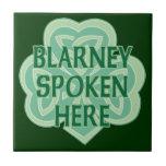 Aquí nudo céltico hablado lisonja azulejo cuadrado pequeño
