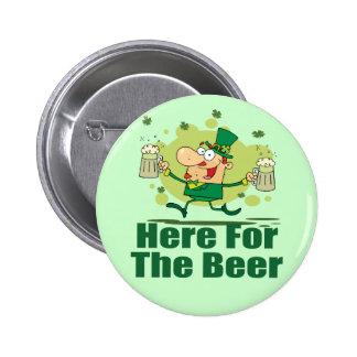 Aquí para el Leprechaun de la cerveza Pins