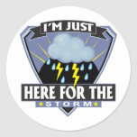 Aquí para la tormenta pegatinas redondas
