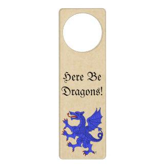 ¡Aquí sea dragones! Suspensión de puerta azul del Colgador Para Puerta
