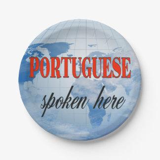 Aquí tierra nublada hablada portugués plato de papel 17,78 cm