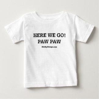 Aquí vamos camiseta del niño polera