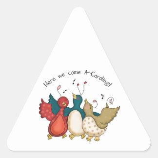 Aquí venimos los pájaros del navidad de A-Caroling Pegatina Triangular