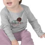 Aquí viene el bebé del problema camisetas