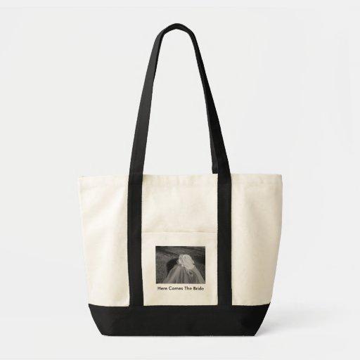 Aquí viene el bolso del boda de la novia - persona bolsa tela impulso