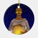 Aquí viene el ornamento de Sun Adorno Navideño Redondo De Cerámica