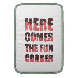 Aquí viene la cocina de la diversión fundas macbook air