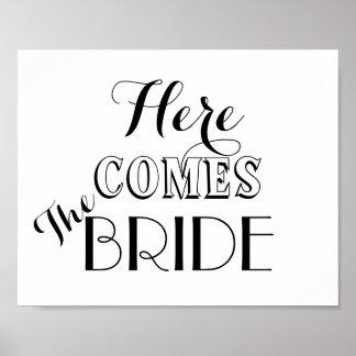 Aquí viene la muestra del boda de la novia póster