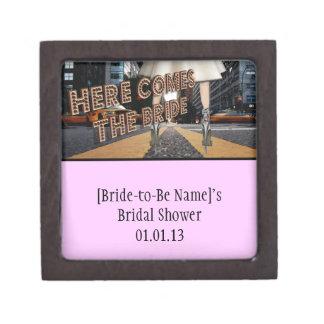 Aquí viene la novia - favores nupciales de la caja caja de recuerdo de calidad