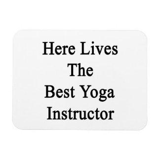 Aquí vive el mejor instructor de la yoga iman rectangular