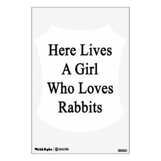 Aquí vive un chica que ama conejos