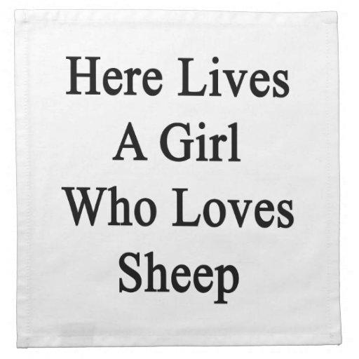 Aquí vive un chica que ama ovejas servilletas imprimidas