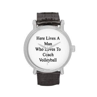 Aquí vive un hombre que ama entrenar voleibol relojes de pulsera