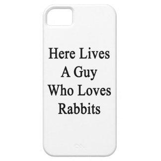 Aquí vive un individuo que ama conejos iPhone 5 fundas
