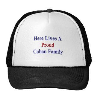 Aquí vive una familia cubana orgullosa gorros