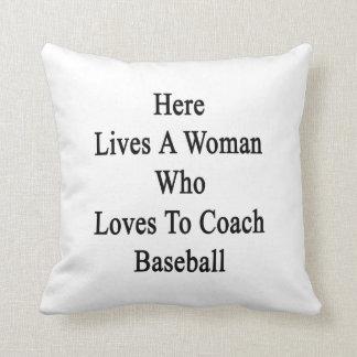 Aquí vive una mujer que ama entrenar béisbol