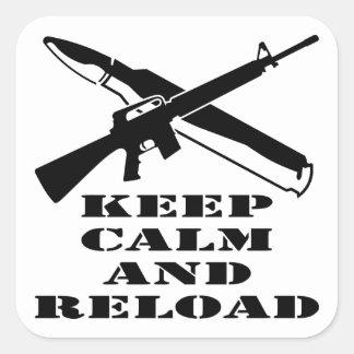 AR-15 M-16 guardan calma y la recargan Pegatina Cuadrada