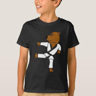 AR oso de Brown divertido de los artes marciales Playera