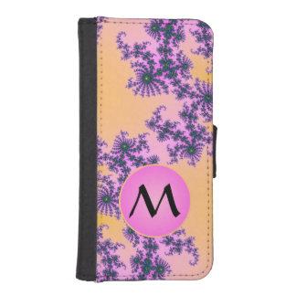 Arabesque del fractal con el monograma rosado en billeteras para teléfono