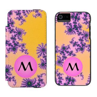 Arabesque del fractal con el monograma rosado en funda billetera para iPhone 5 watson