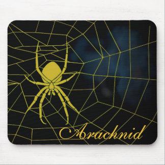 Araña amarilla en tela, arácnido tapete de ratón