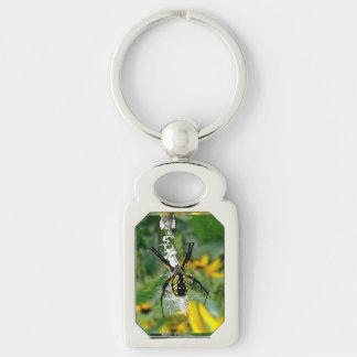 Araña amarilla llavero plateado rectangular
