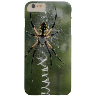 Araña/Argiope enormes del amarillo y del negro Funda Para iPhone 6 Plus Barely There