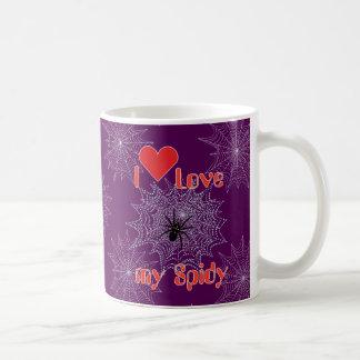 Araña de cruz en la red taza de café