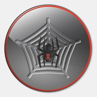 Araña de la viuda negra de Halloween en un pegatin Etiquetas Redondas