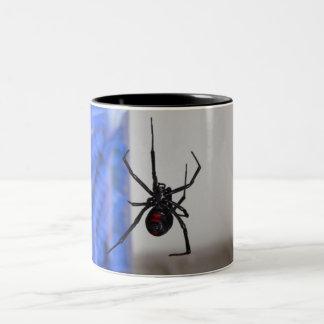 Araña de la viuda negra taza de dos tonos