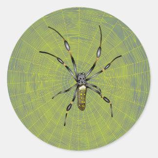 Araña de oro del orbe pegatina redonda