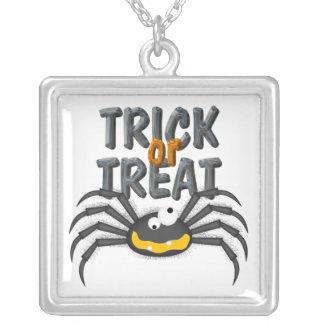 Araña del truco o de la invitación de Halloween Grimpola