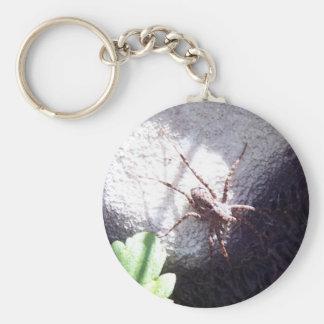 Araña manchada llavero redondo tipo pin