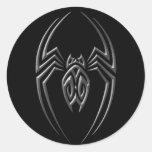 Araña oscura del hierro pegatina redonda