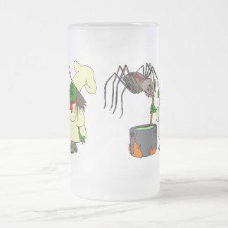 Araña que mira al cocinero de la bruja taza de café