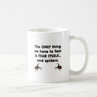 Arañas del miedo sí mismo taza de café