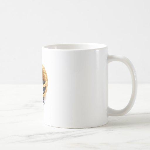 Arándanos derramados tazas de café