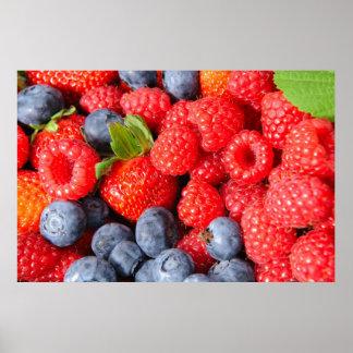 Arándanos y frambuesas de las fresas póster