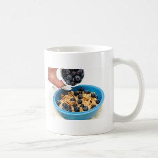 Arándanos y primer del cereal tazas de café