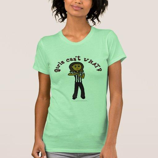 Árbitro oscuro de la mujer t-shirts