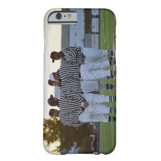 Árbitros del fútbol americano que hablan en campo funda de iPhone 6 barely there