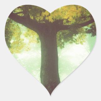 Árbol #2 pegatina en forma de corazón