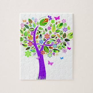 Árbol abstracto con los estampados de plores rompecabezas con fotos