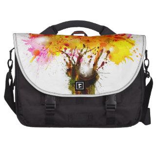 Árbol abstracto del otoño que forma por las bolsas para ordenador