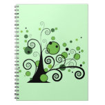 Árbol abstracto verde libro de apuntes con espiral