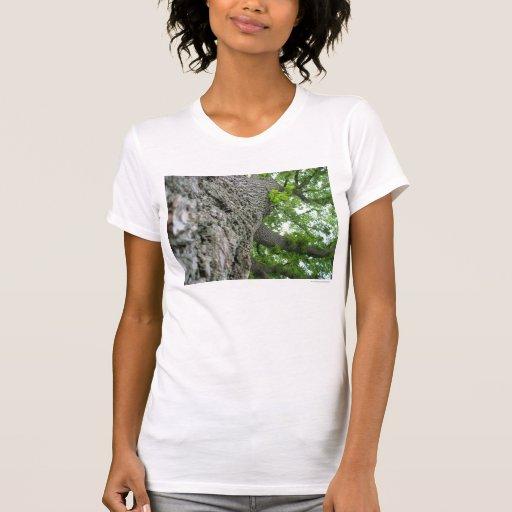 Árbol alto camisetas