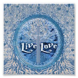 Árbol azul de la cruz viva del amor del modelo de fotografía