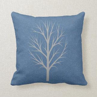 Árbol azul y gris del invierno cojin